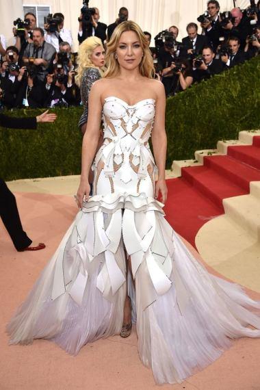 KateHudson in Versace